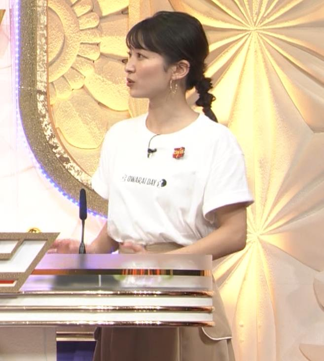 山本里菜アナ Tシャツ横乳キャプ・エロ画像7