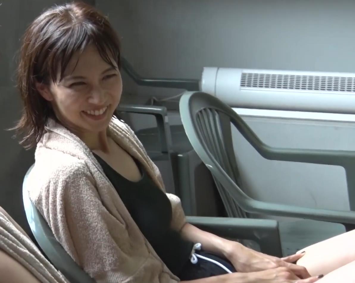 安田美沙子 サウナの水風呂で胸の谷間がエロい(胸チラ)キャプ・エロ画像21