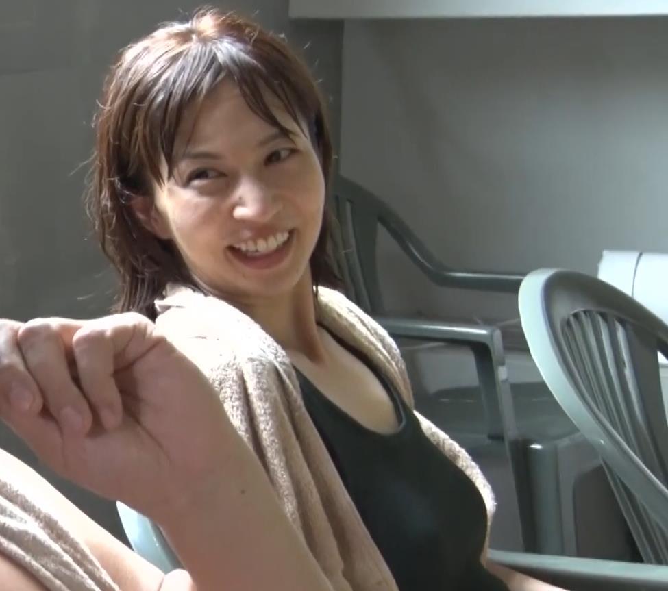 安田美沙子 サウナの水風呂で胸の谷間がエロい(胸チラ)キャプ・エロ画像22