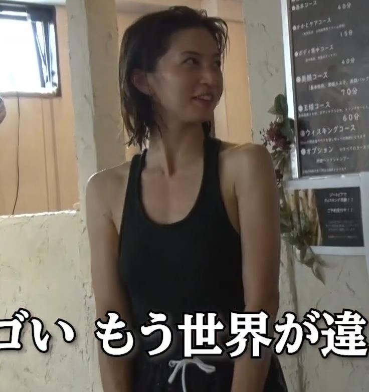 安田美沙子 サウナの水風呂で胸の谷間がエロい(胸チラ)キャプ・エロ画像25