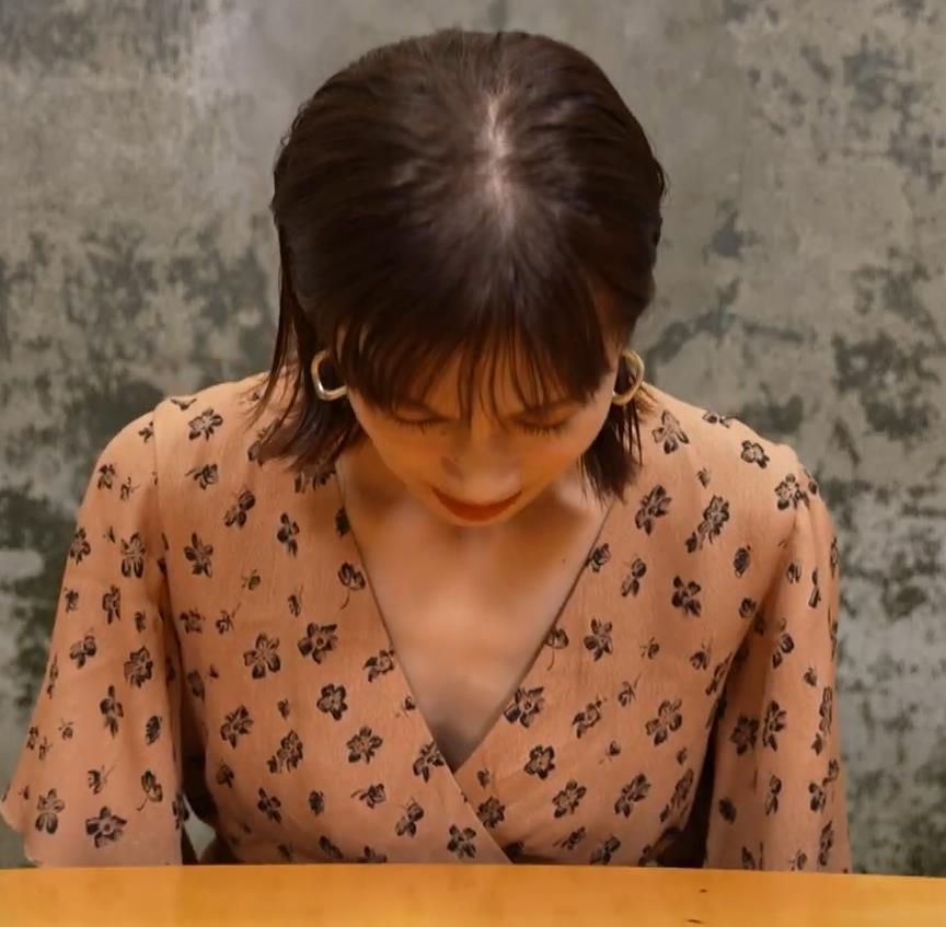 安田美沙子 サウナの水風呂で胸の谷間がエロい(胸チラ)キャプ・エロ画像30