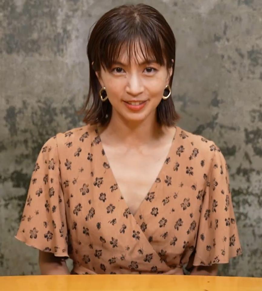 安田美沙子 サウナの水風呂で胸の谷間がエロい(胸チラ)キャプ・エロ画像31