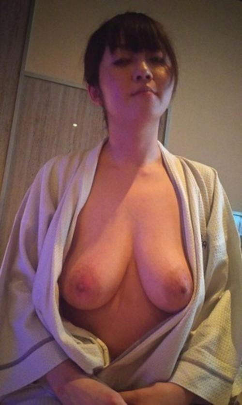 タレ乳巨乳な素人美女のプライベートヌード画像 2