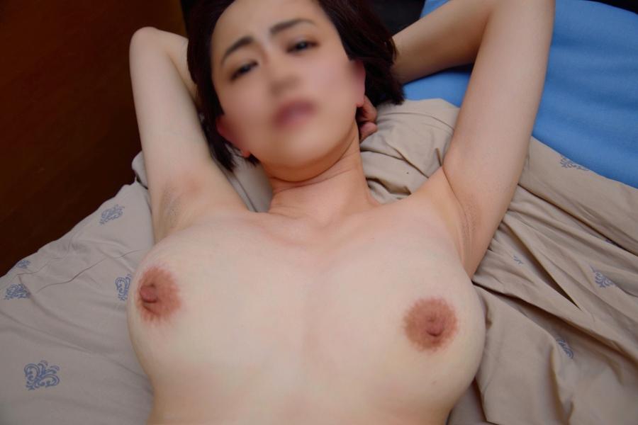 脱いだら垂れ乳巨乳だった素人美女のハメ撮り画像 3