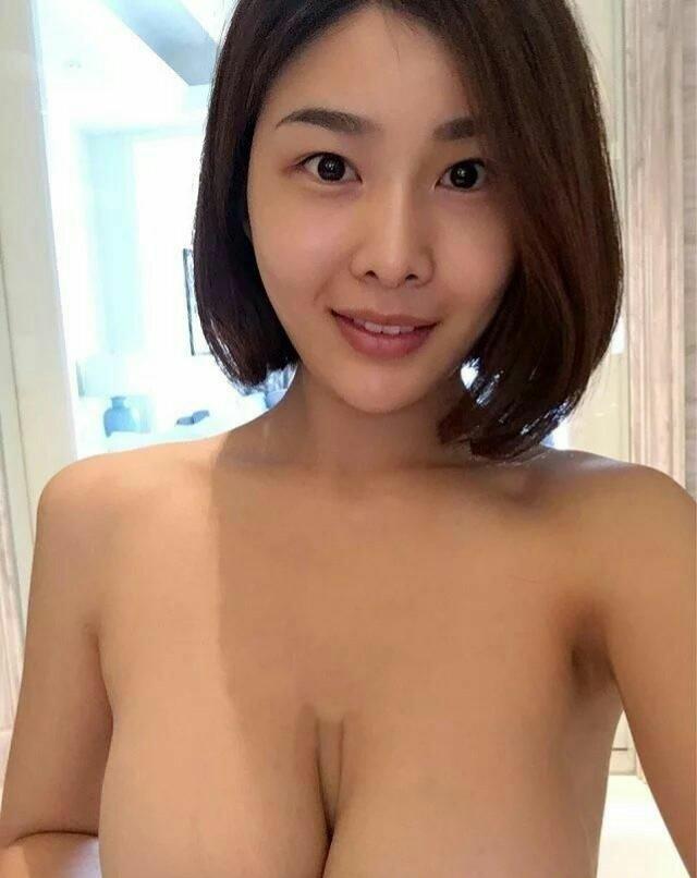 脱いだら凄かった!たわわな巨乳美女の自分撮りセミヌード画像 6