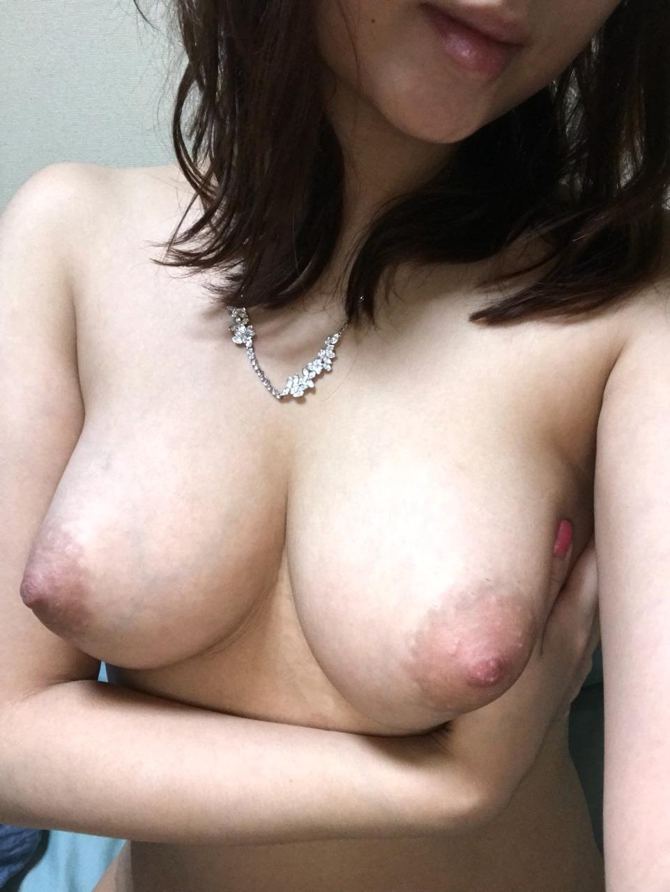 巨乳お姉様の自分撮り変態ヌード画像 4