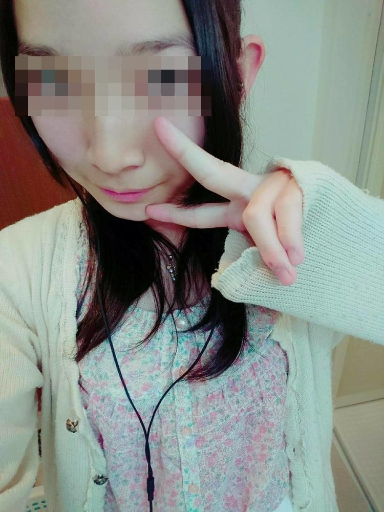 キュートな女子大生の自分撮りヌード画像 2