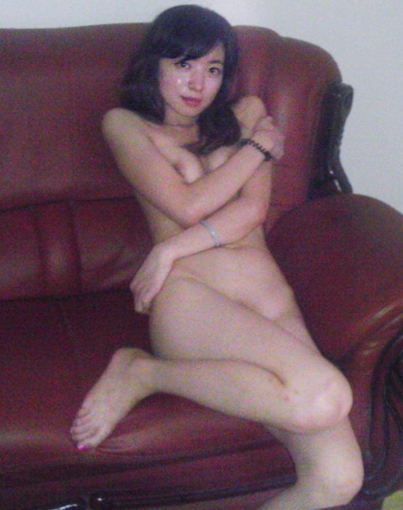 美人な彼女のプライベートヌード流出画像 10