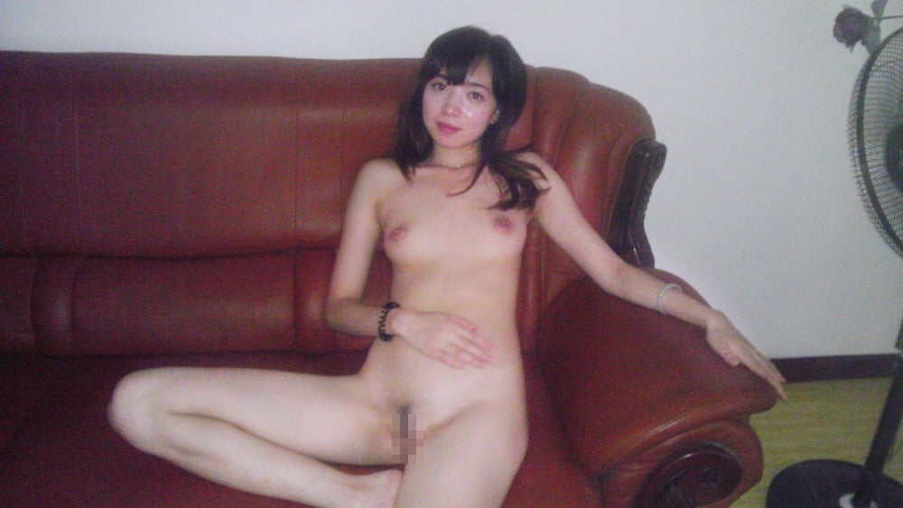 美人な彼女のプライベートヌード流出画像 12