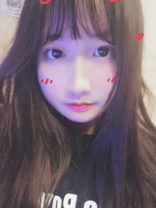 アイドル系アジアン美少女の自分撮りヌード画像 1