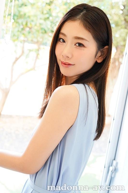 美しすぎて、目を合わせられない―。 小松杏 30歳 AV DEBUT ミステリアスな色気を放つ『アンニュイ系』超大型新人―。 3