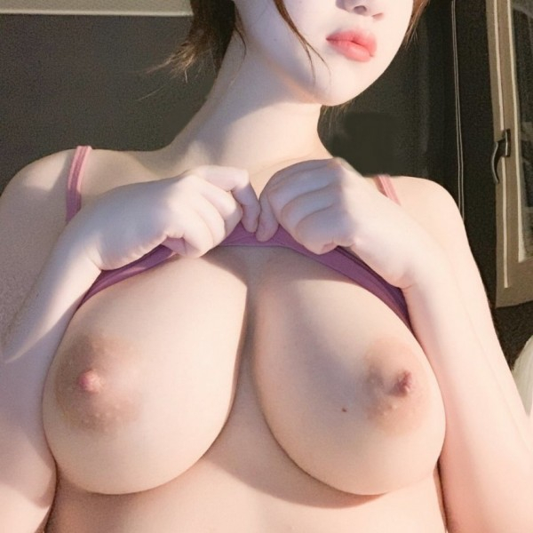 巨乳な韓国素人美女のヌード画像 4