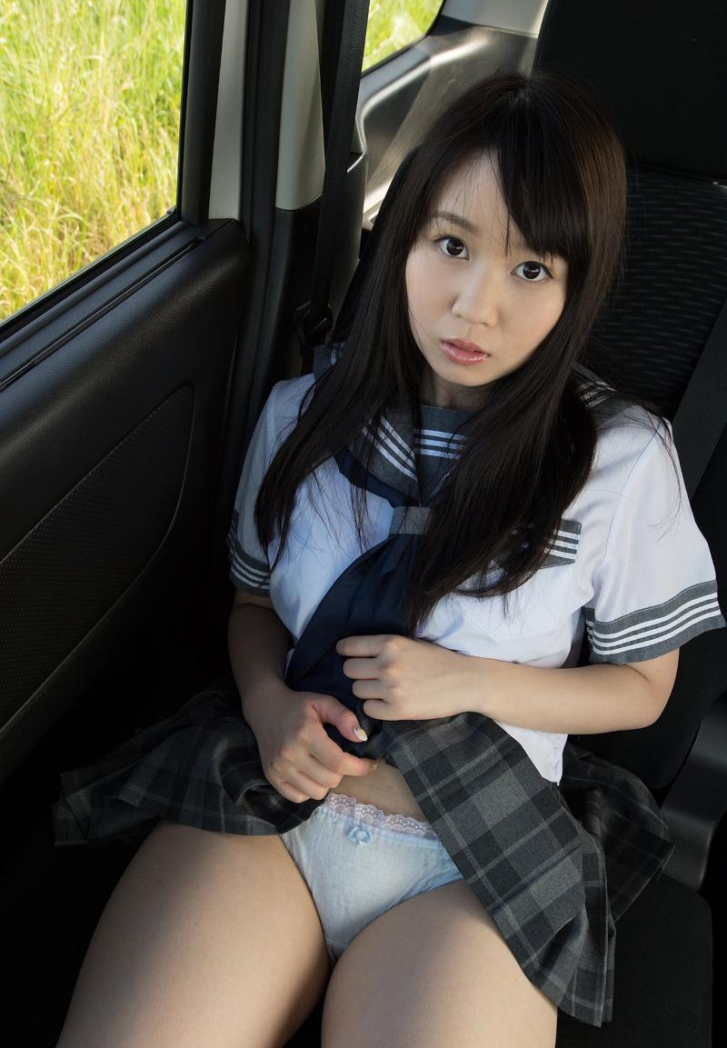 巨乳美少女JKの車内撮影ヌード画像 1