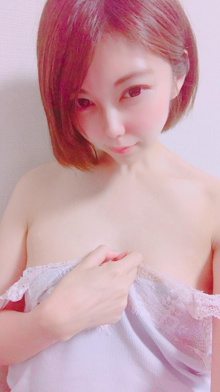 ちっぱいな素人美少女の裏垢ヌード画像 1