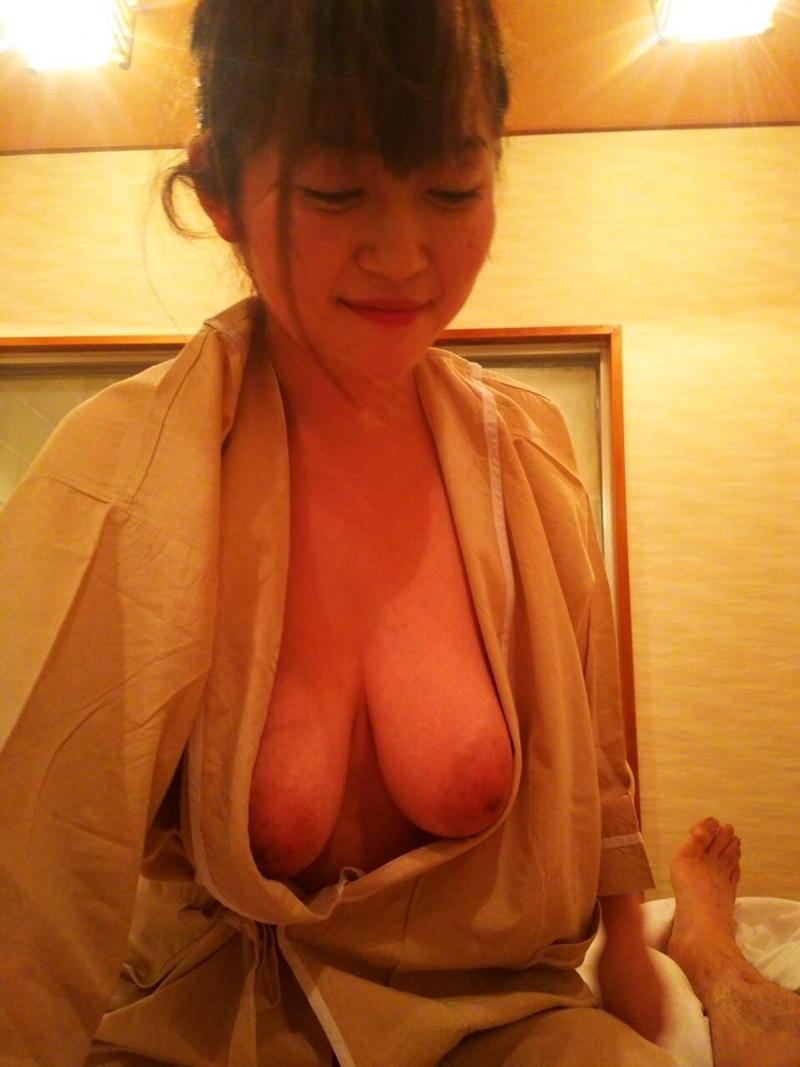 カワイイ顔して脱いだらどエロい巨乳おっぱいな素人美女のヌード画像 15