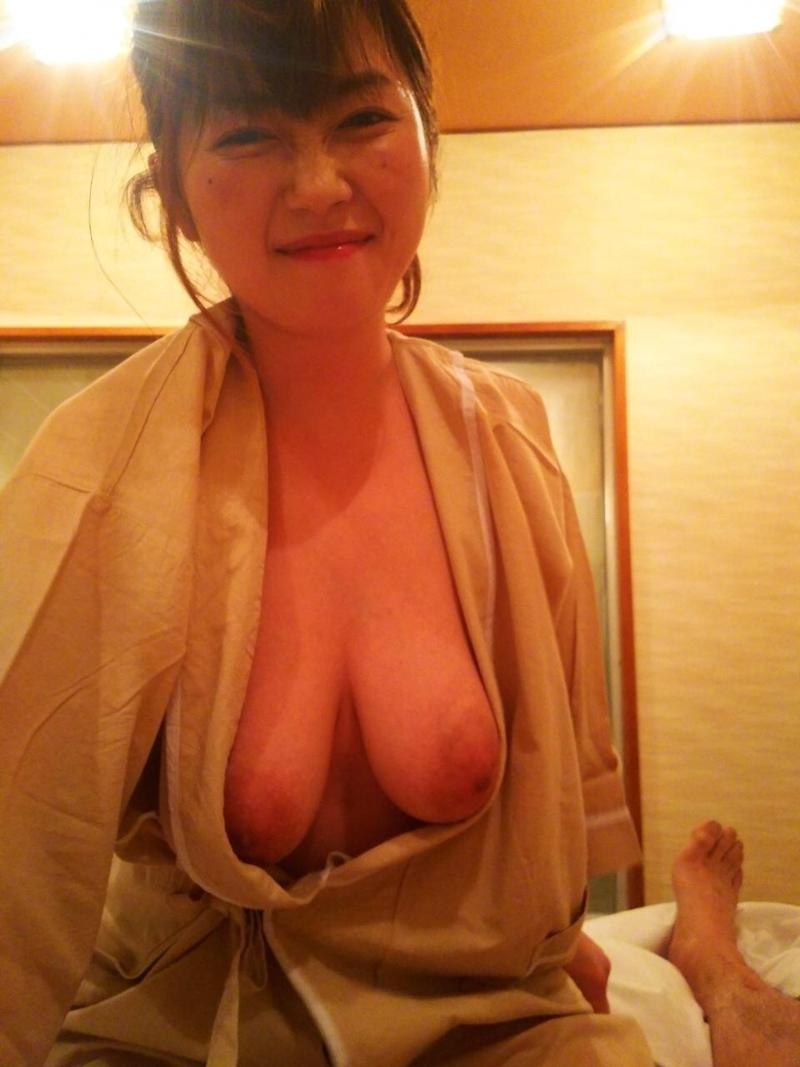 カワイイ顔して脱いだらどエロい巨乳おっぱいな素人美女のヌード画像 16