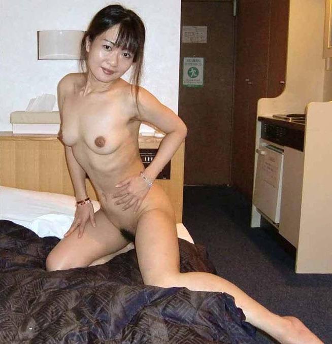 素人女性に股を開かせ撮影したプライベートヌード画像 4