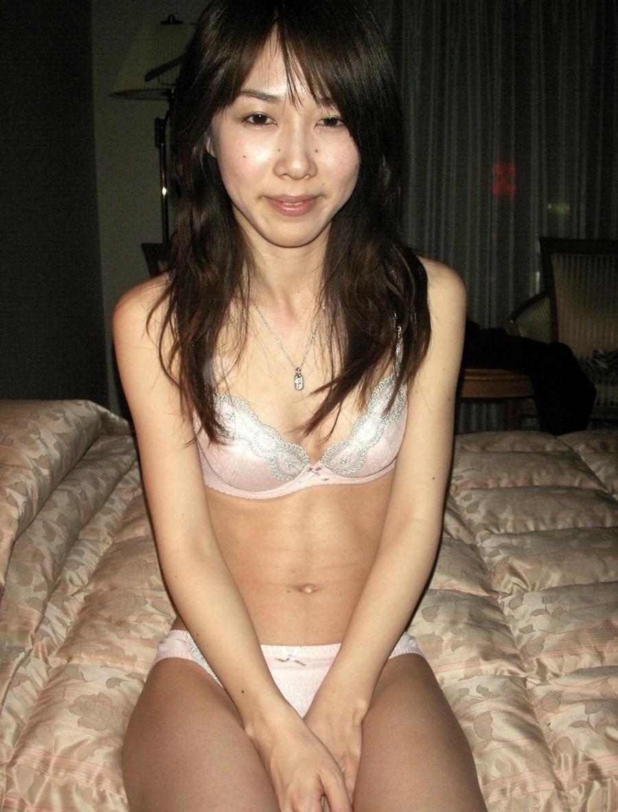 スレンダー素人美女の流出ヌード画像 4