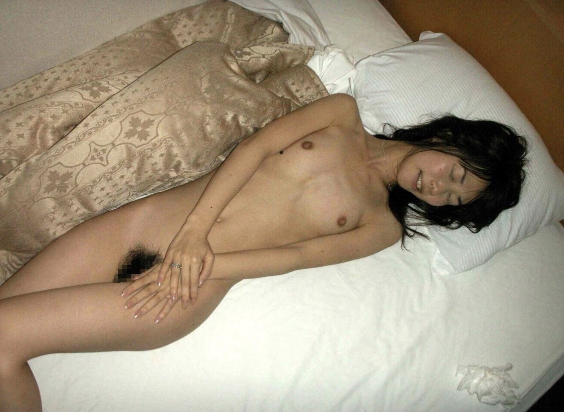 スレンダー素人美女の流出ヌード画像 7