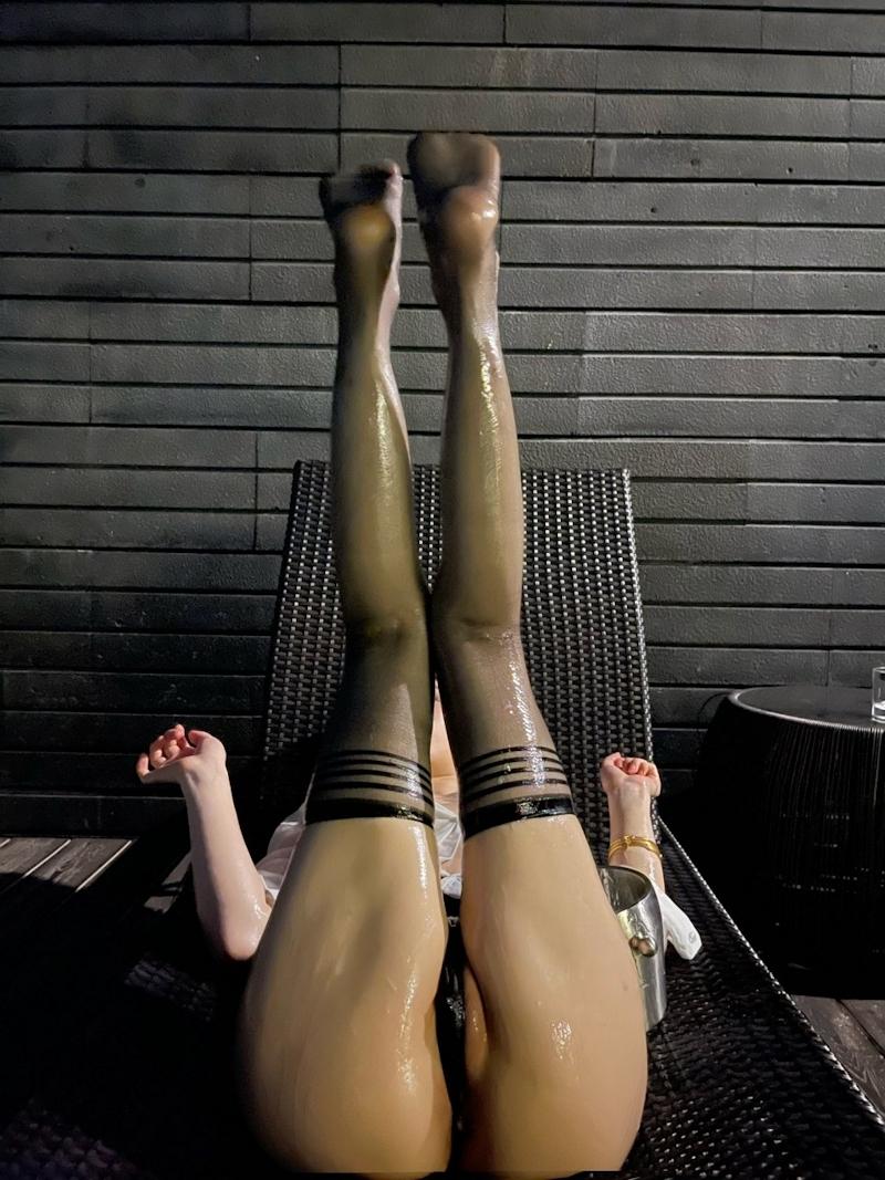 S級美女たちをはべらす大富豪の女遊び画像 6