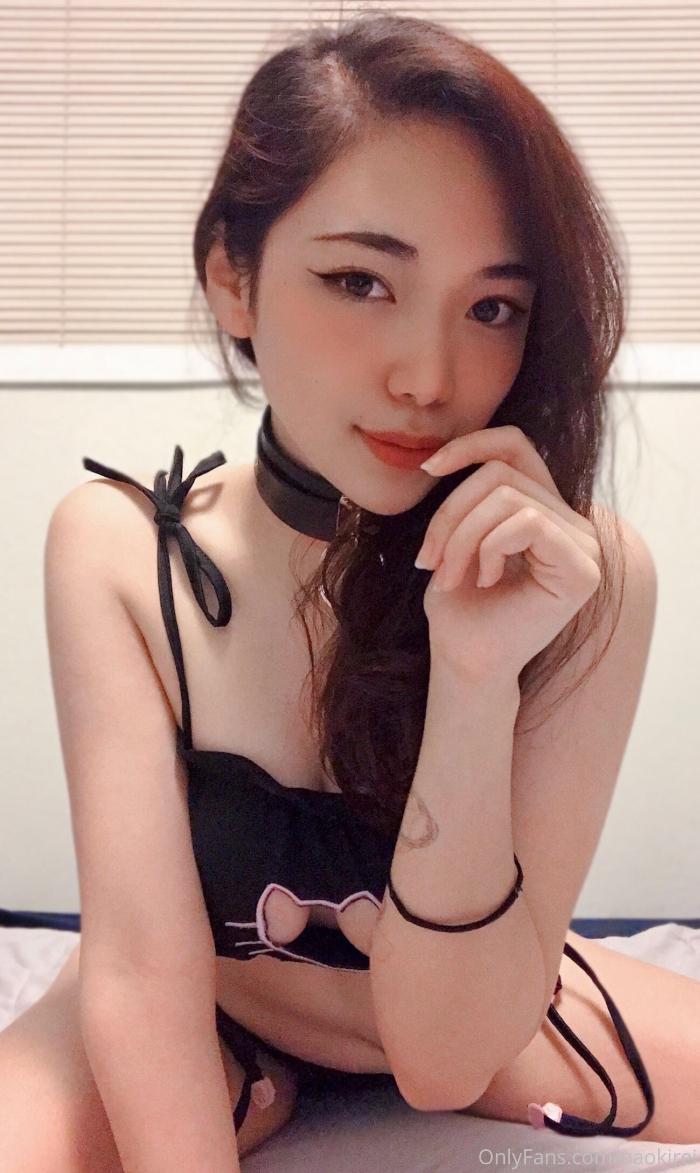 巨乳美人コスプレイヤーの自分撮りヌード画像 1