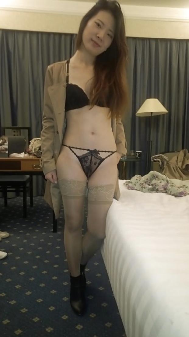スレンダー素人美女の自分撮りヌード画像 1