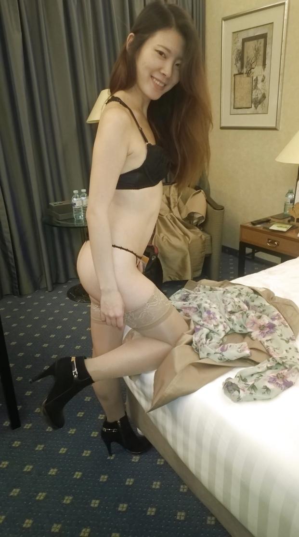 スレンダー素人美女の自分撮りヌード画像 2