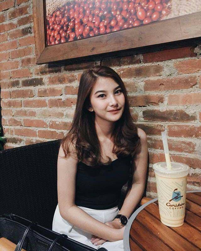 インドネシア素人美女の自分撮りヌード画像 1