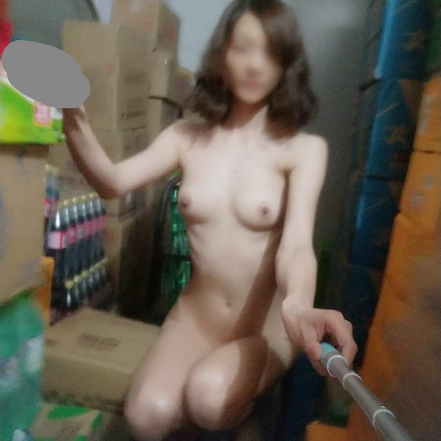 スレンダー美女の自分撮り&野外露出ヌード画像 1