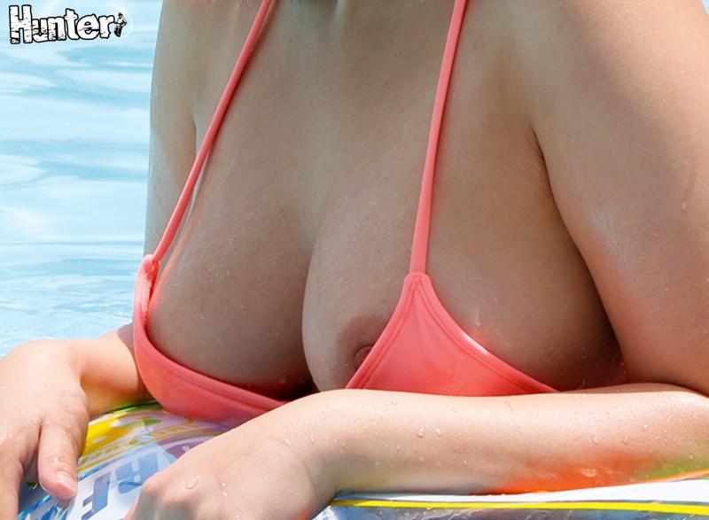 ウォータースライダーで水着が外れちゃっておっぱい丸見え!2 女性に人気のリゾートホテルのプールは気持ちと肩紐が緩んだ女性たちだらけで、男はたまたまボクひとり! しかも水着から乳首をチラリさせていたり、お尻がハミ出していたりして隙だらけ! 5