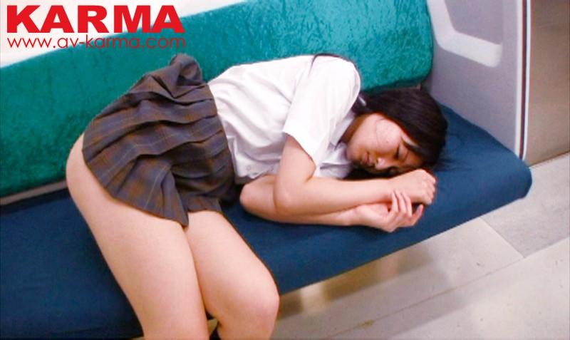 関東S鉄道電車内盗撮 始発電車で寝ている可愛いスキありお嬢さんたちのおマンコに超接近 居眠りパンチラ 41人 5