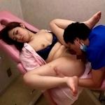 麻酔で寝ている女性患者にわいせつ行為を繰り返す美容整形外科医の画像