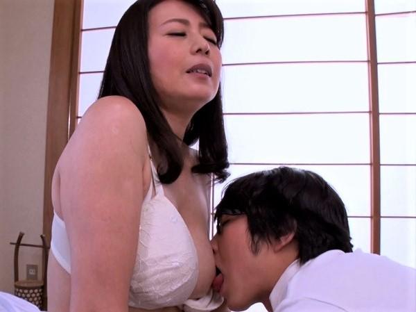 医者になりたい息子のために自らの体で性教育する美人ママ 三浦恵理子