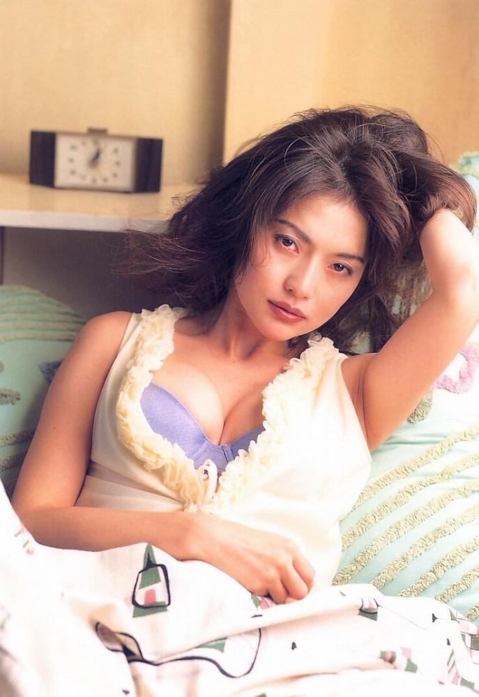 青田典子49