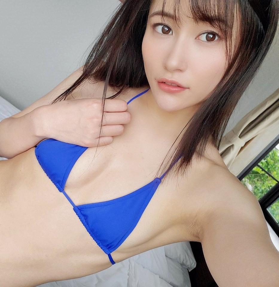 江藤彩也香の自撮り腋 (4)