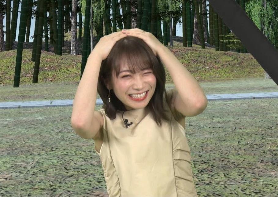 秋元真夏のシワ腋 (1)
