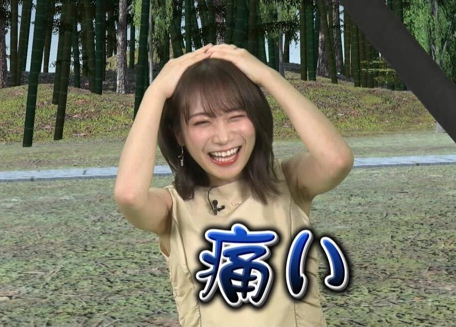秋元真夏のシワ腋 (2)