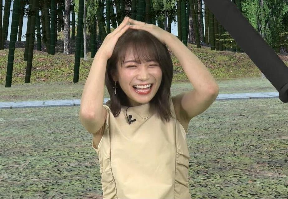 秋元真夏のシワ腋 (3)