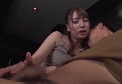 【痴女】映画館で淫語でひそひそ痴女られる乳首舐め手コキ!初川みなみ1