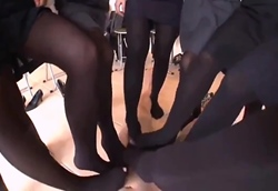 【M男】チ○ポ踏みつけ強制射精!女上司パンプスヒール&女王様ブーツ&集団制服OL黒タイツ1