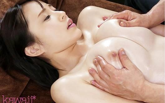 乳首マッサージをされる伊藤舞雪
