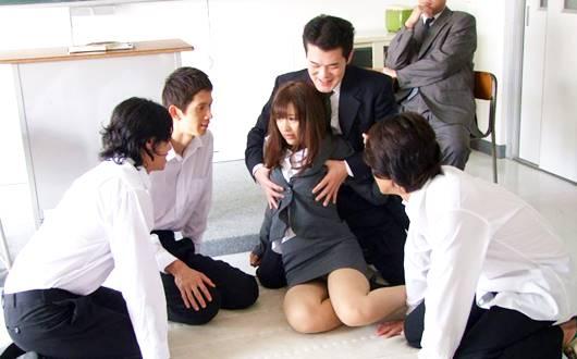 教え子にカラダを無理やり奪われる女教師